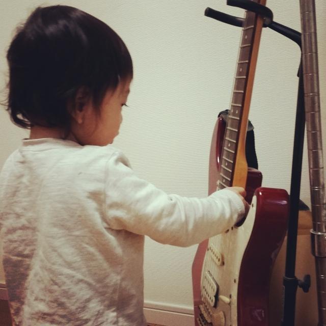 子供(キッズ)用ギター完備の教室はココ!梅田・尼崎から近い!
